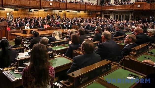 Канадський парламент просять скасувати візи для українців