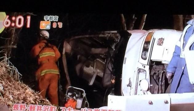В Японії злетів у кювет автобус, загинули 14 туристів