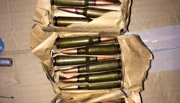 У Кривому Розі СБУ вилучила посилку зі зброєю та боєприпасами