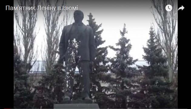 Затримали чоловіка, який облив фарбою пам'ятник Леніну в Ізюмі