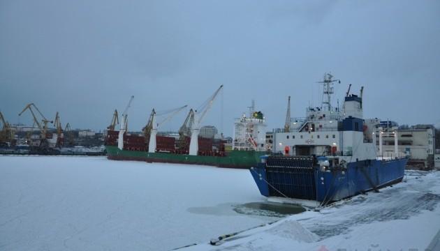 Одеські порти закрилися через снігопад