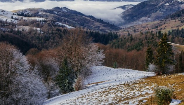 Snow hits Carpathian Mountains in Western Ukraine