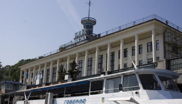 У Києві горить Річковий вокзал