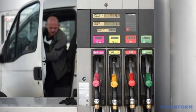 Бензин А-95 на Київщині коштує від 23,49 до 26,99 гривні