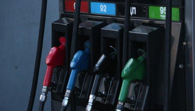 Бензин А-95 на Київщині продають по 27,79-32,49 гривні