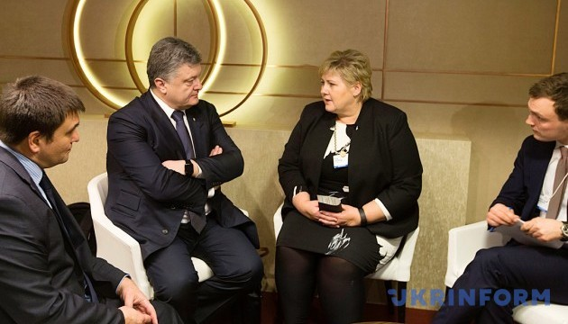 Poroshenko, Norwegian prime minister: Sanctions against Russia should be kept