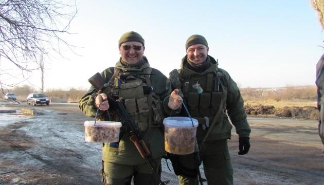 В Україні та світі відзначають Міжнародний день волонтерів