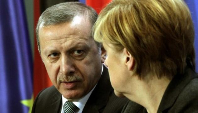 """Меркель потрапила у """"чорний список"""" Ердогана перед виборами у Німеччині"""