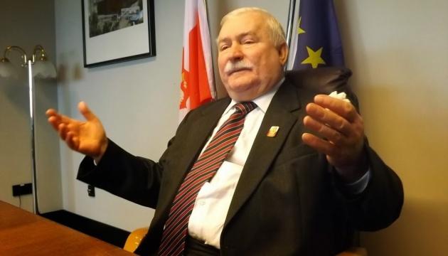 Валенса настаивает: документы о его агентурном прошлом - поддельные