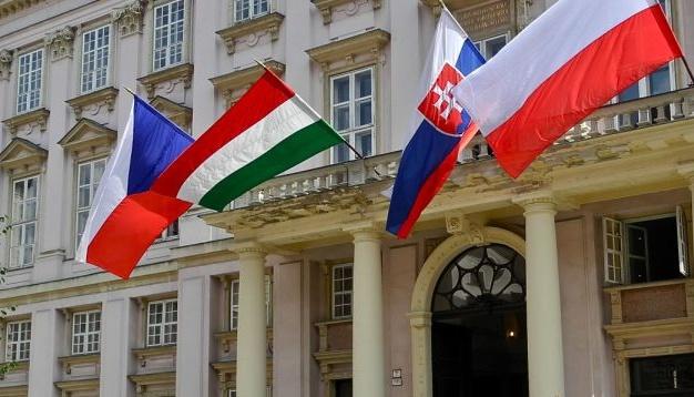 """""""Вышеградская группа"""" сосредоточится на экономике - МИД Польши"""