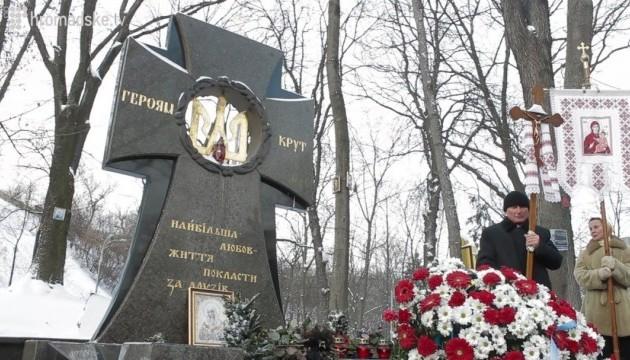 Президент возложит цветы к памятному кресту Героям Крут
