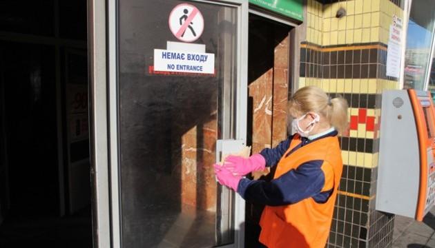 В метро посилили антигрипозну профілактику