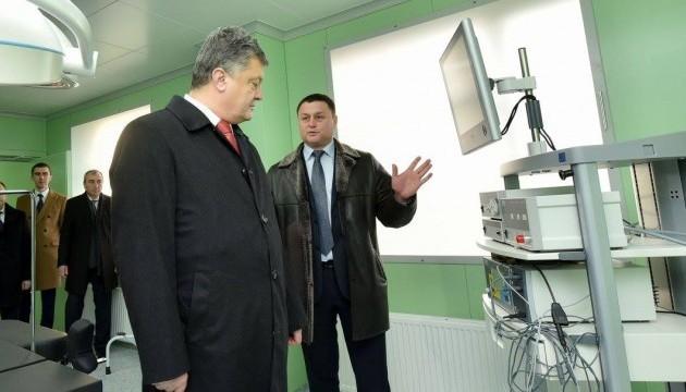 Порошенко відкрив оновлену лікарню на Рівненщині