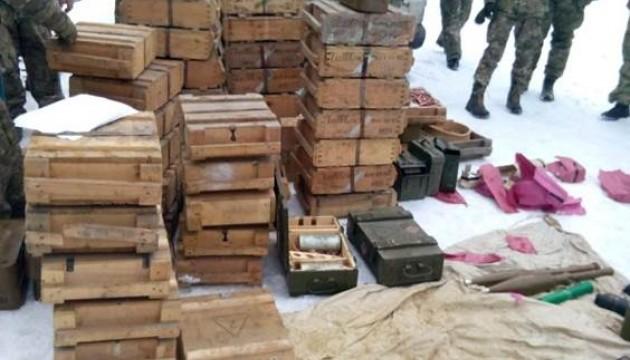 У лісі під Кураховим знайшли величезний схрон боєприпасів