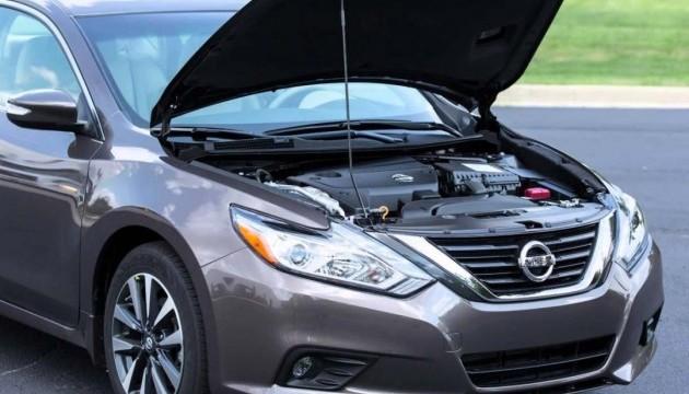 Nissan відкликає майже мільйон авто через несправність капоту