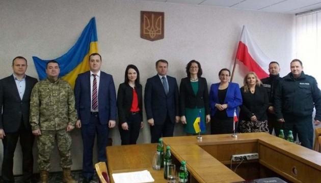 У львівського губернатора обговорили, як краще потрапити до Польщі