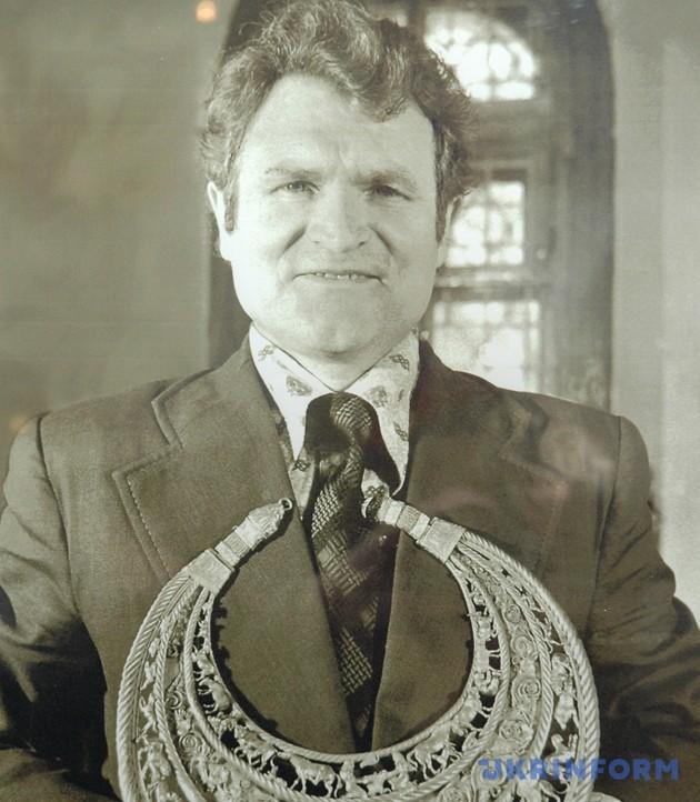 Борис Мозолевський