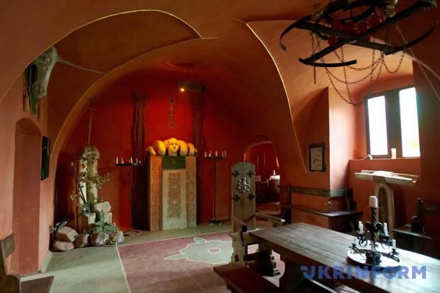 Відреставрована зала замку