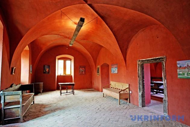 Художник Йосип Бартош перетворює Чинадіївський замок