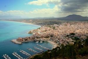 На Сицилію невідомі завезли 400 біженців