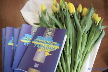 Ucrania celebra el Día de la Constitución