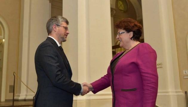 Посол України говорив у Баварії про скасування віз і переселенців з Донбасу