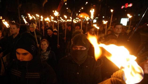 Винничане почтят память Героев Крут факельным шествием