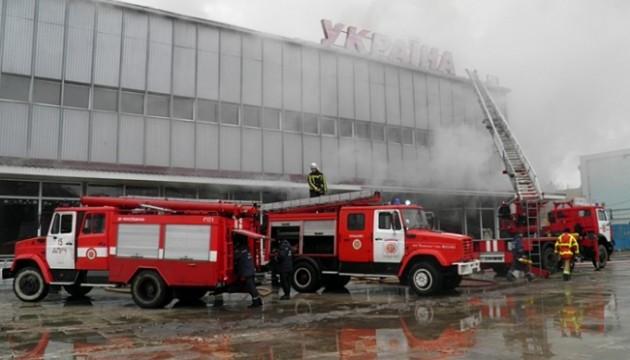 Пожежа в ужгородському торгівельному центрі: збитків -