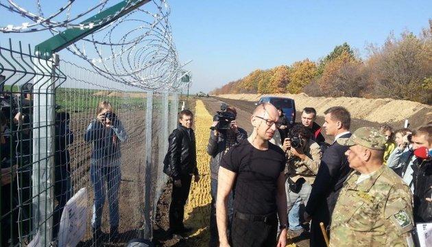 На кордоні з РФ обладнали вже 230 км протитанкових ровів