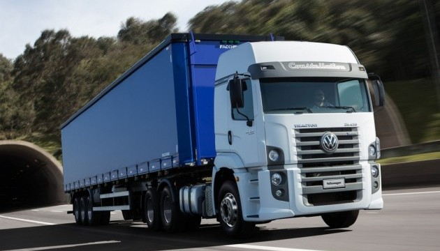 Рух вантажівок на Закарпатті на літній період обмежили