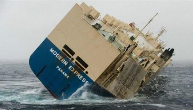 Некерований корабель буксирують до Іспанії