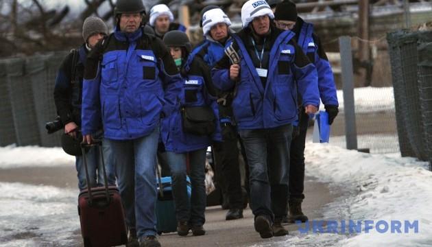 Донбас: Хуг разом зі спостерігачами ОБСЄ відвідає прифронтові міста