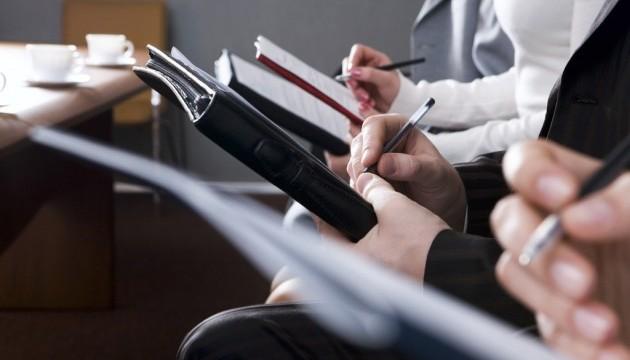 Рада відхилила пропозиції Кабміну про зарплати держслужбовців