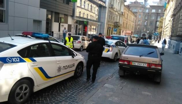 «Самоврядна» реєстрація авто:  їздити можна, але до першого поліцейського