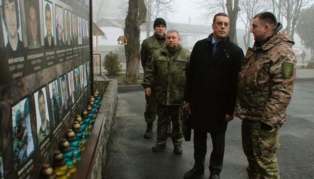 Військовий аташе Франції змінив думку про українських добровольців