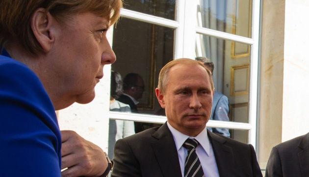 Эскалация на Донбассе: Меркель призывает Путина повлиять на боевиков