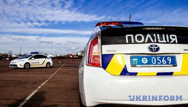 В Краматорске на взятке в тысячу долларов задержали патрульного полицейского