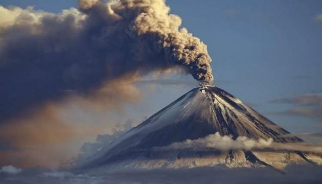 В Японії - виверження вулкана