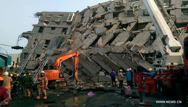 Тайванський землетрус: під завалами залишаються 132 людини