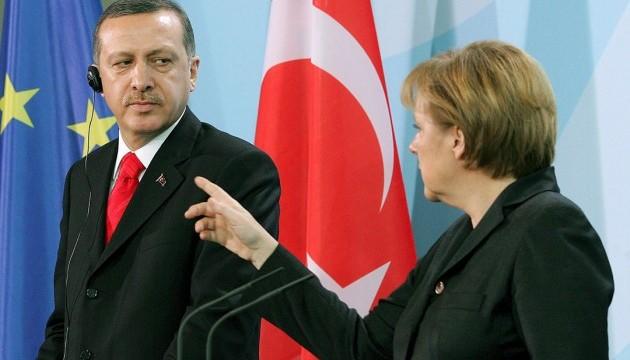 Меркель не планує обговорювати з Ердоганом ролик про нього