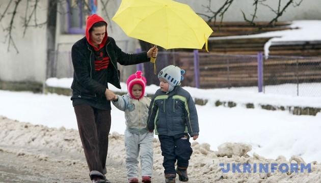 В Україні у неділю хмарно і сніг