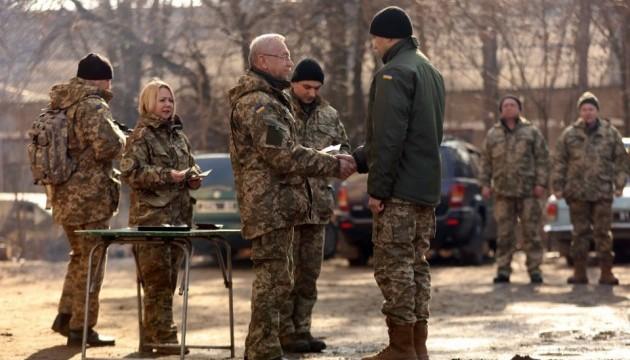 Заступник міністра оборони нагородив бійців у зоні АТО