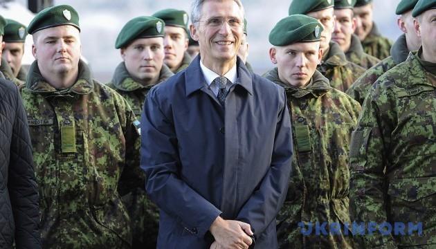 Столтенберг пояснив активність НАТО на східних кордонах