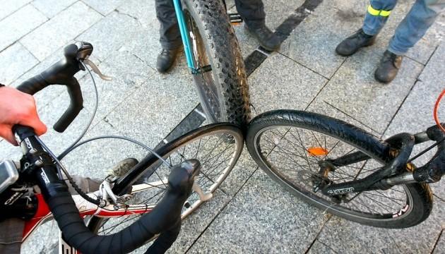 Вертолет сдул велосипедистов во время гонки в Испании