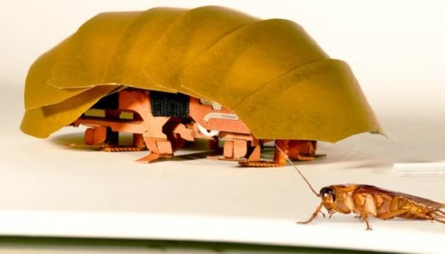 Созданный по образу таракана робот пролезает сквозь узкие щели