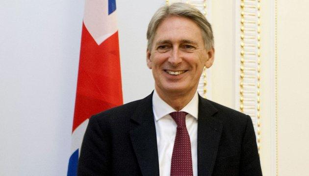 Британия не будет снижать налоги ради Brexit - министр финансов