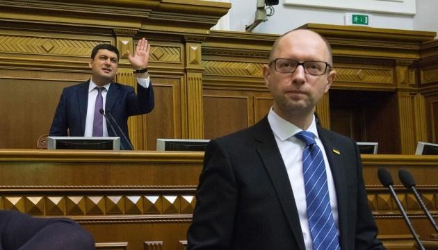 Jazenjuk berichtet im Parlament über Tätigkeit der Regierung. Nach Bericht kann Abstimmung über Misstrauensvotum erfolgen