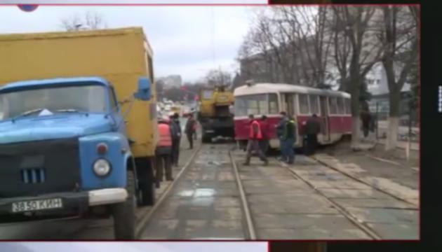 В Киеве трамвай сошел с рельс, есть пострадавший