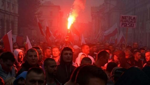 В Польше стало больше противников приема беженцев