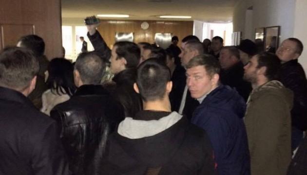 Мэра Днепропетровска заблокировали в кабинете